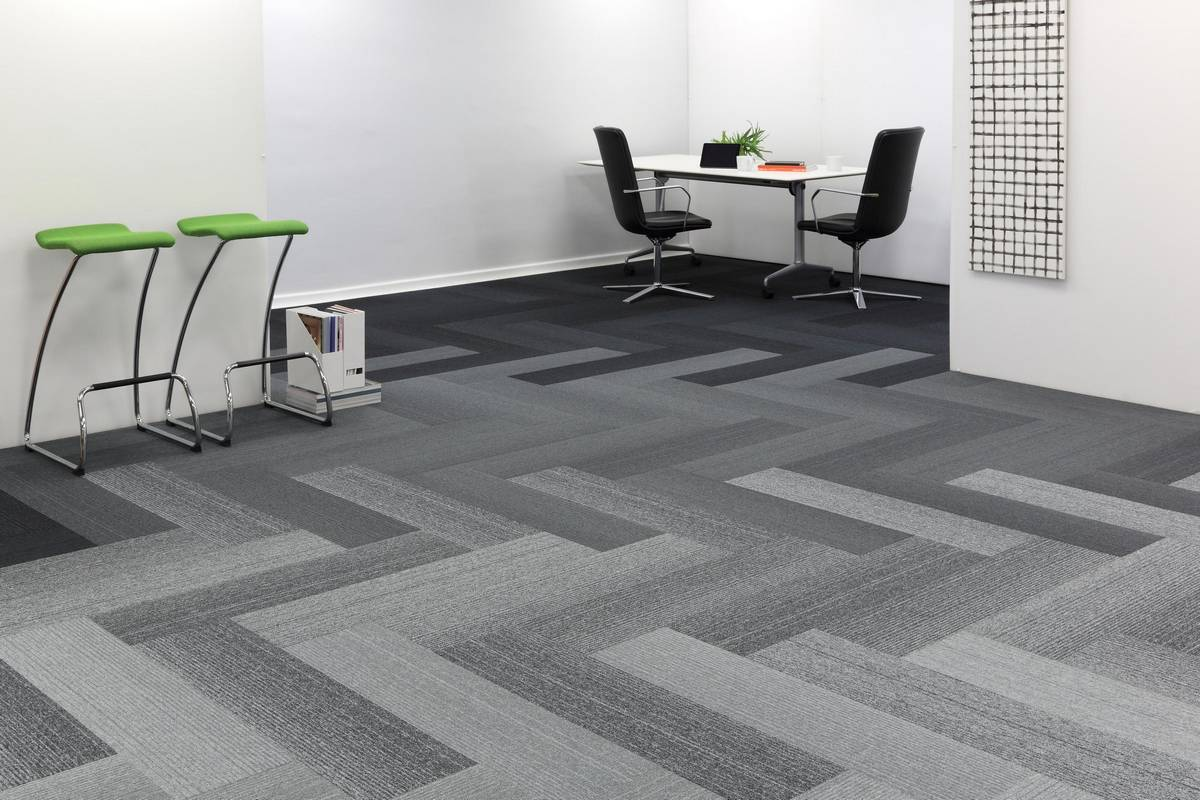 185-grade-tufted-loop-pile-planks-abyss-zinc-smoke-silver-herringbone-grey-studio.jpg